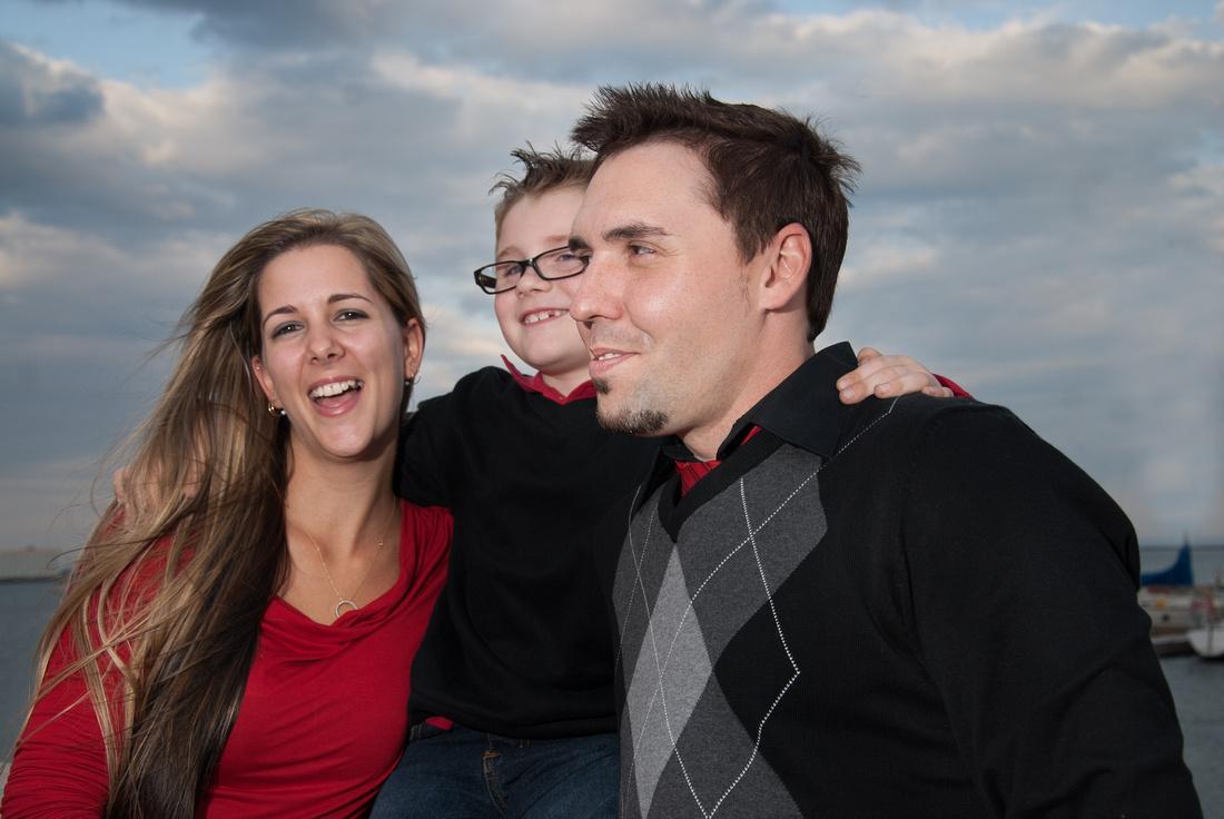 photo of a happy family on Lake superior, Thunder Bay Ontario marina park
