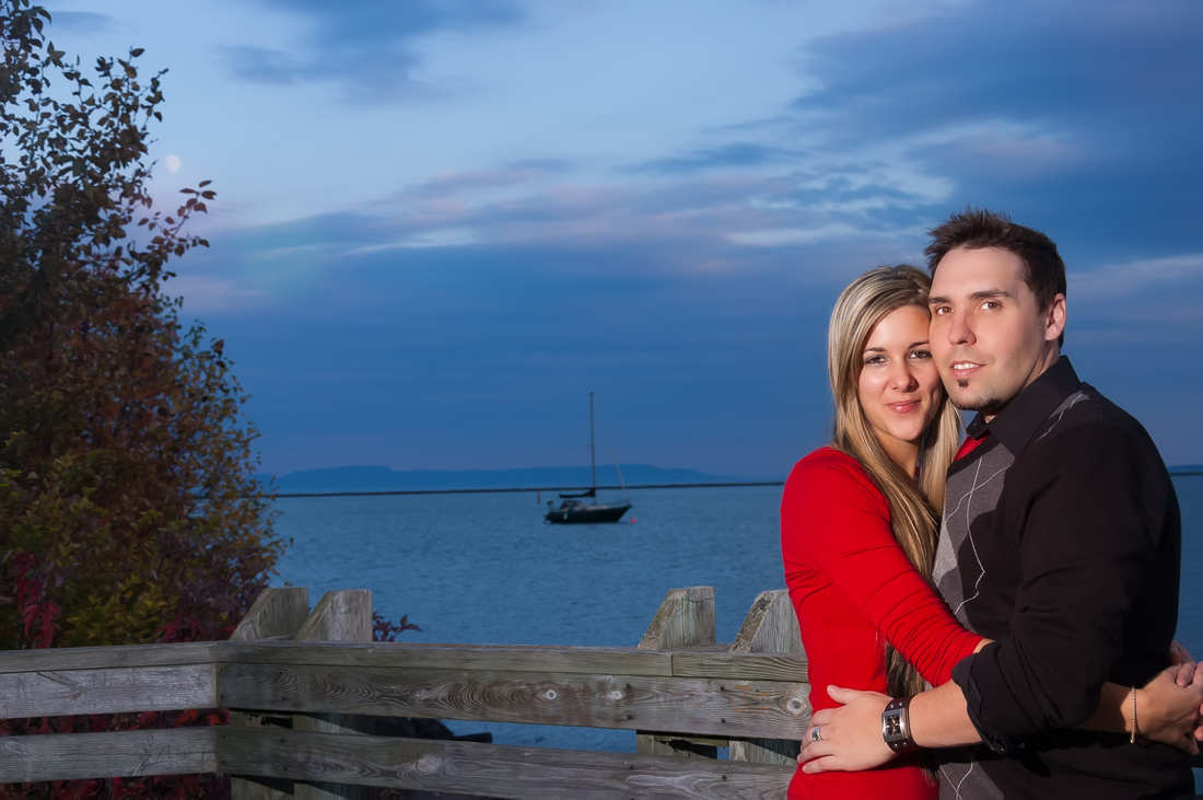 picture of couple on lake superior, thunder bay